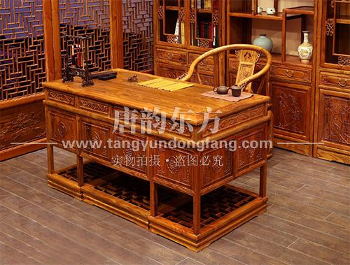 北京董先生热衷于老榆木中式家具